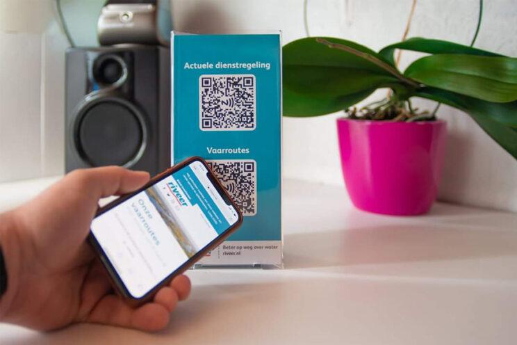 QR-code op informatiezuil scannen