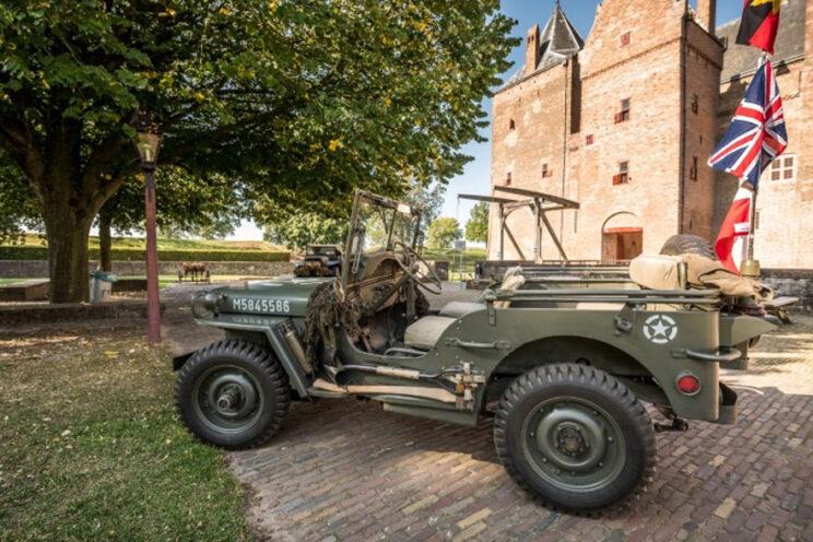 Oude voertuigen voor kasteel